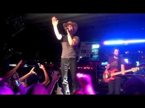 Dustin Lynch - One Hell of a Night