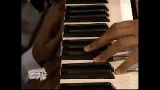 """عزف بيانو اغنية """"احاول اخفي احساسي"""" - مبارك كرم (مقابلة صباح الخير يا كويت)"""
