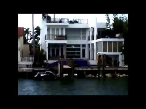 Miami sightseeing boat tour celebrity homes miami for Celebrity houses in florida