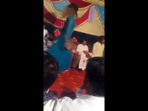 dance-at-mehndi