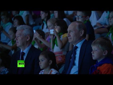 Владимир Путин посетил океанариум на ВДНХ