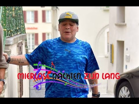 Diego Maradona zingend in Hema pyama gespot in het nachtleven van Mierlo
