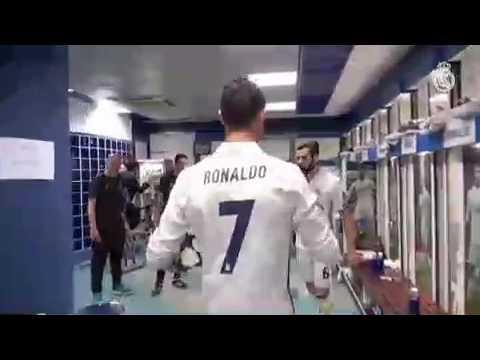 Cristiano Ronaldo saat berada di ruang ganti,dengan 3 Gol v Munchen
