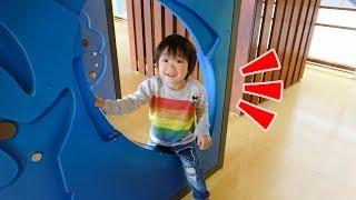 おでかけ 室内遊具で遊んだよ!滑り台で遊ぶよ! レオスマイル thumbnail