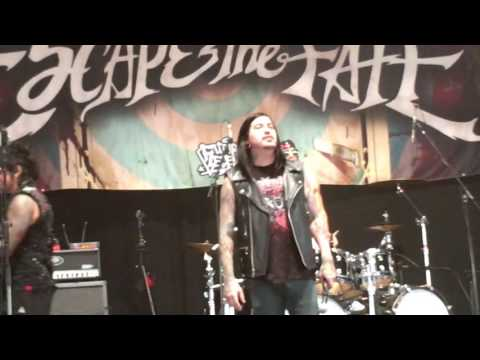 Escape The Fate - Just A Memory Live Download Festival 11/06/16