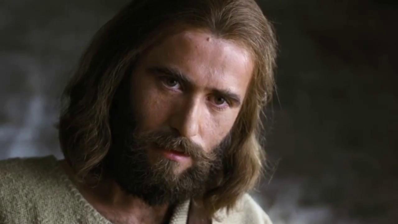 Jesus cura a mulher com hemorragia e ressuscita uma menina, a filha de Jairo