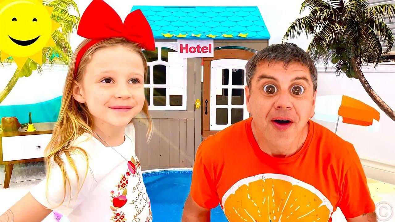 ناستيا تتظاهر تلعب لعبة الفندق مع بابا