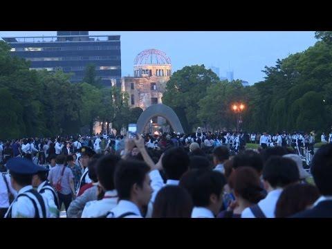 Crowds at Hiroshima react to Obama's historic visit