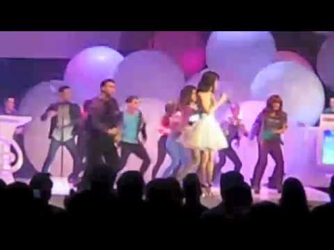 SELENA GOMEZ Performs Live with Bella Thorne,John Blaine Sanchez,Zendaya Coleman