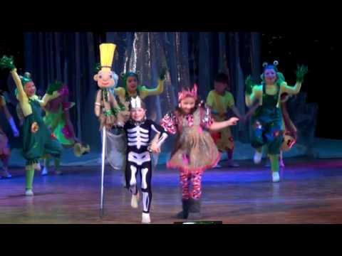 видео: Детский мюзик-холл Чингыли - Бабка Ёжка