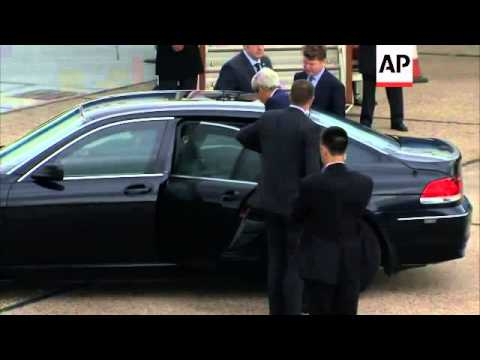 US Secretary of State Kerry arrives in the United Kingdom