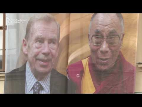 Dalai Lama Cheered By Czechs