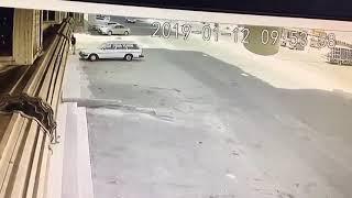 15 ثانية كانت كافية للسارق أن يسرق السيارة بعد أن تركها قائدها وهي بوضع التشغيل