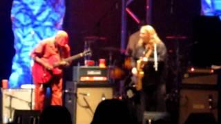 "Warren Haynes Band feat. Walter ""Wolfman"" Washington- Use Me (Thur 5/5/11)"