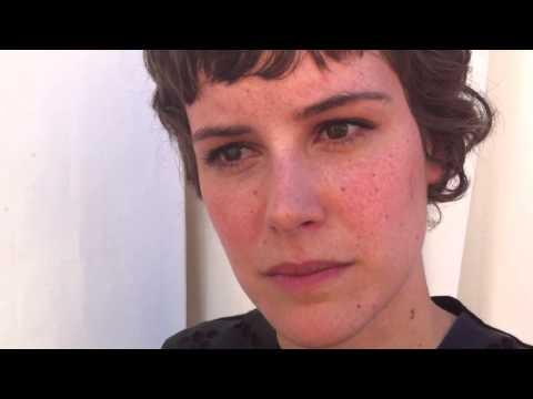 Carla Juri e la timidezza
