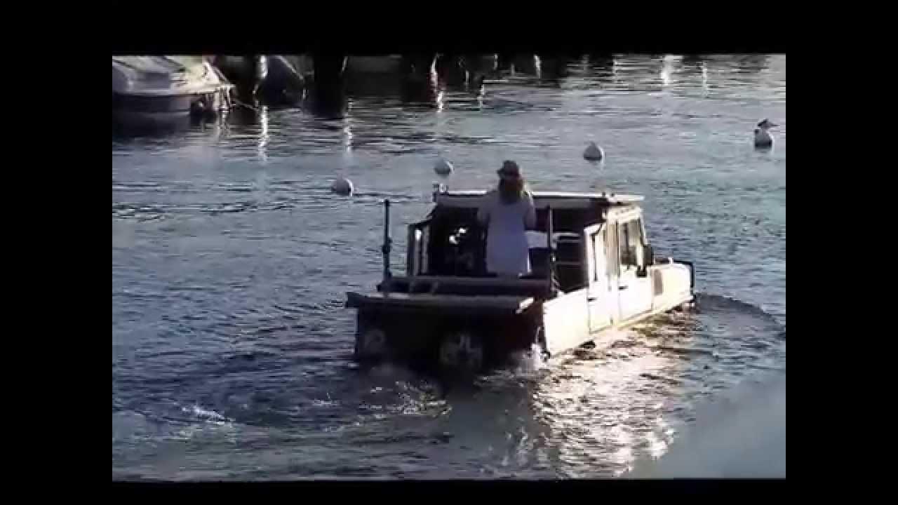 aqua taxi voiture qui navigue dans l 39 eau porto corse. Black Bedroom Furniture Sets. Home Design Ideas