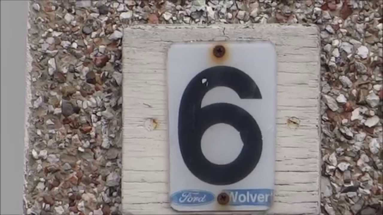 Ultimate Car Number Plate Recycling - number plate ingeniously reused to create a house number sign