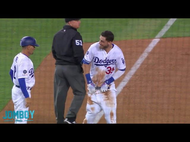 Cody Bellinger hits a bases-clearing double then his pants fall down, a breakdown