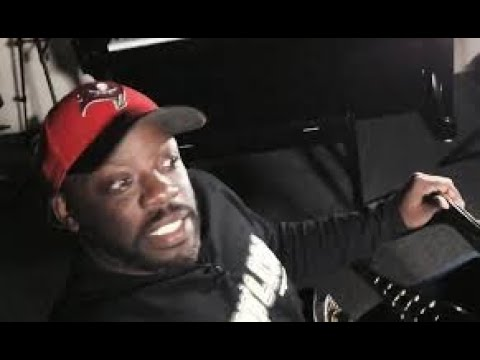 Tommy Sotomayorwhat makes you ashamed of being black? Your insecurities are showing W Mechee X