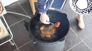 Казан кебаб в чугунном казане на огне