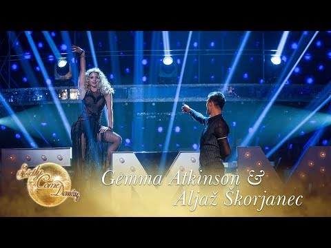 Gemma Atkinson & Aljaž Skorjanec dance to  Me How You Burlesque  Final 2017