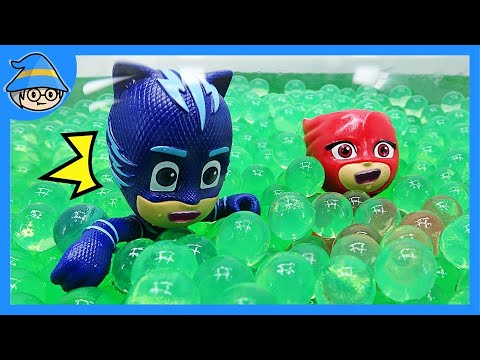 PJ Masks falls into the mud. Shall we clean in the orbeez bath?