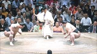 豪栄道、母が見守る中 気迫の取り組み 日馬富士と目線を合わせにらみ合い.