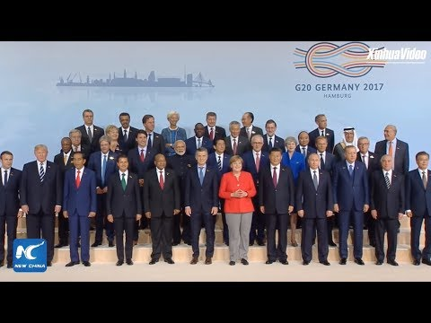 G20 leaders gather for family photo