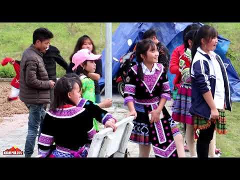 Các thiếu nữ H'moong đi chơi bờ hồ Bắc Hà vào ngày chủ nhật | Mới nhất  - KP247