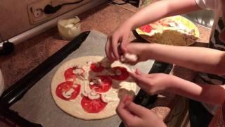 Приготовление пиццы с креветками! Часть 1 выпуск 31