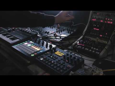 Drones and Noise on Digitakt, Volca Bass, Microkorg, Novation Circuit