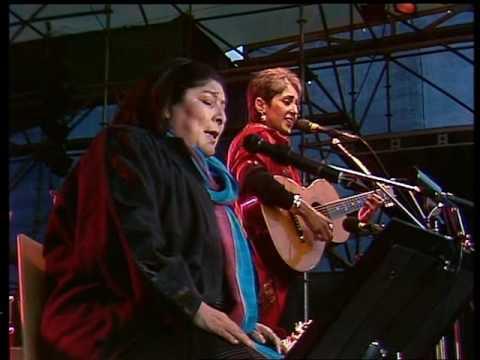 """Joan Baez & Mercedes Sosa """"Gracias A La Vida"""""""
