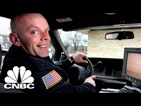 Badge of Dishonor | American Greed | CNBC Prime