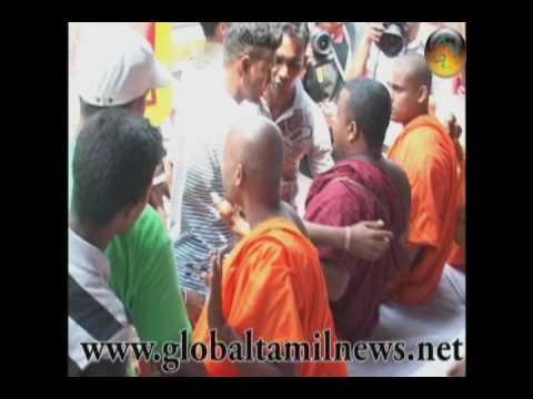Police remove monks in colombo city .wmv