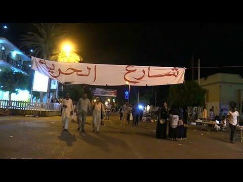 السودان يغلق مكتب الجزيرة في الخرطوم وعشرات آلاف المتظاهرين في الشارع…  - 13:54-2019 / 5 / 31