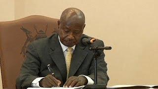 Uganda'da eşcinsel birlikteliklere ağır cezalar geliyor