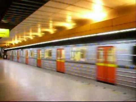 Prazske Metro 81 71 V Beznem Provozu Na Trase B Youtube