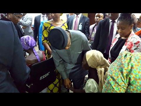 Au Nigéria, la libération de 21 lycéennes de Chibok par Boko Haram.