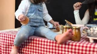 Крошки Кошки в студии. Процесс фотосессии с ребенком)(Это видео о том,как проходила наша с Евсей съемка в студии,какие молодцы фотографы,которые все это снимают..., 2015-05-15T08:28:02.000Z)
