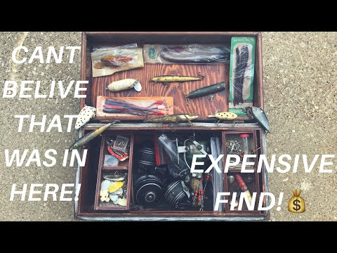 INSIDE AN OLD ANTIQUE TACKLE BOX!!! (SHOCKING FIND!)