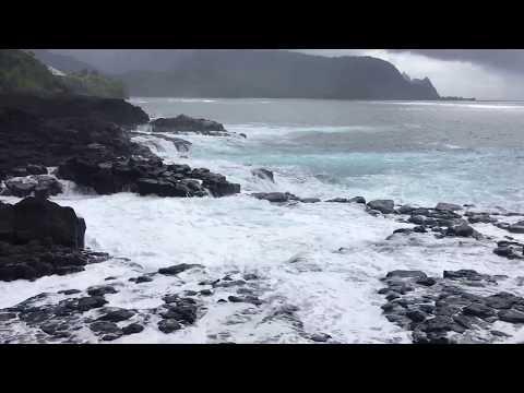 Girl gets swept by massive waves (Queen's bath, Kauai)