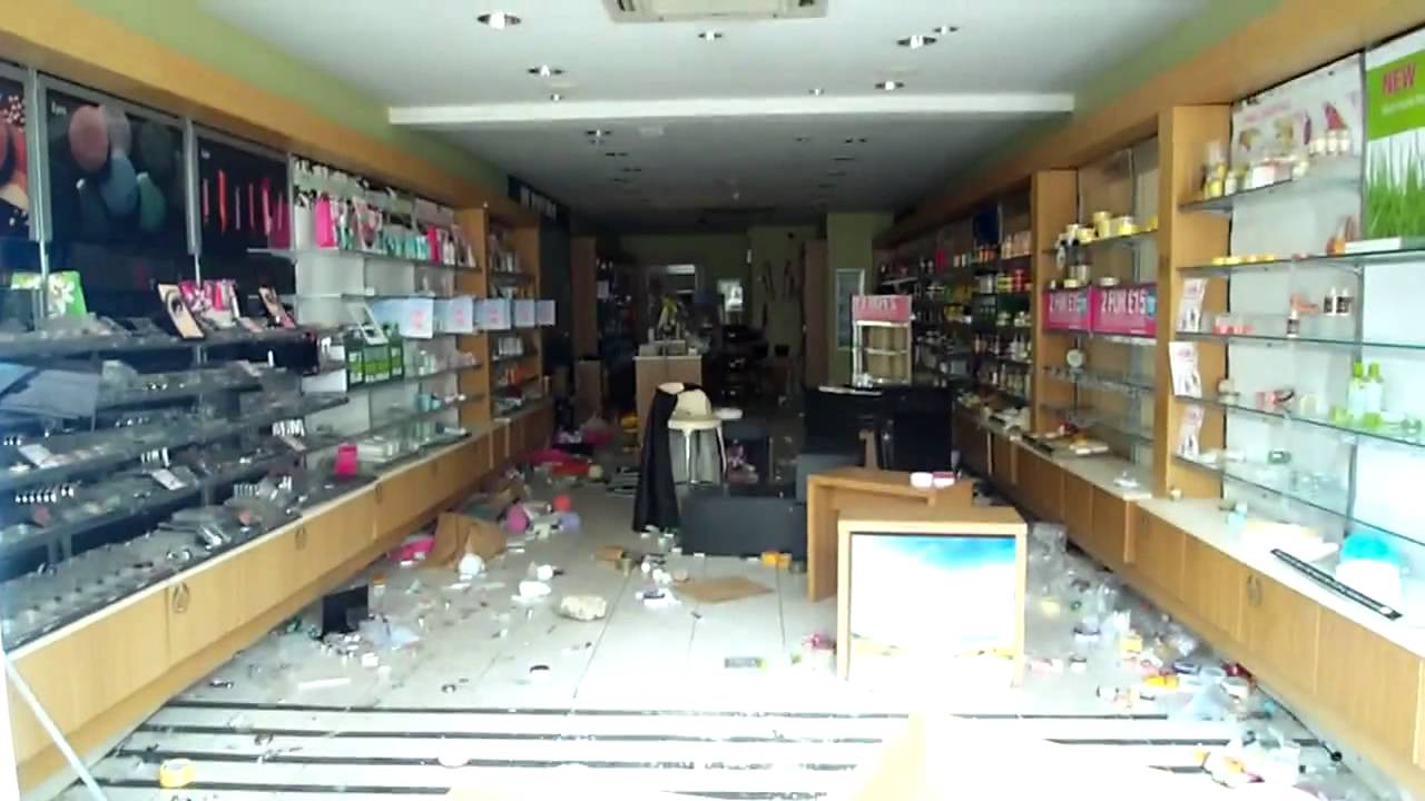 Wood Green Body Shop Looted London 2011 Youtube