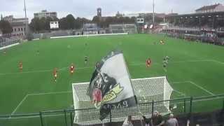 M4H08881 - Alessandria - Albinoleffe 2 a 1 - La pallonata che centra l'arbitro.