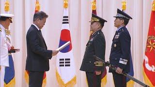 문 대통령, 합참의장 이·취임식 참석…건군 이래 처음 / 연합뉴스TV (YonhapnewsTV)