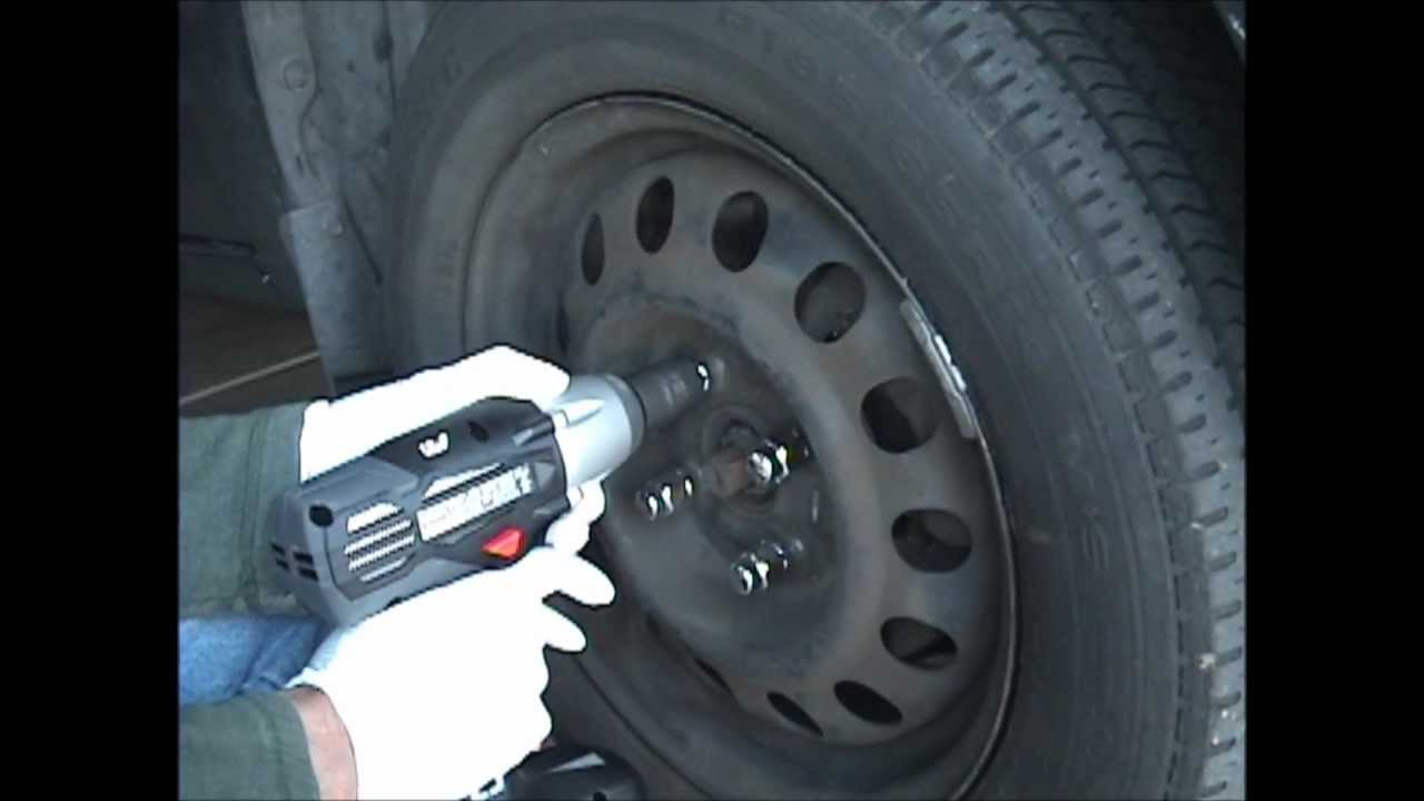Tighten Amp Remove Lug Nuts 1998 Toyota Corolla Youtube