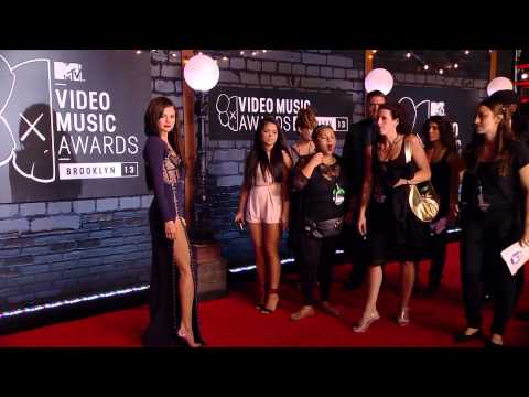 Selena Gomez - MTV VMA 2013 Red Carpet