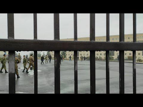 Լարված վիճակ ՊՆ-ի մոտ. անհետ կորած զինծառայողների հարազատները կոտրեցին դուռը