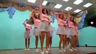 Довільний танець 10-Б класу.