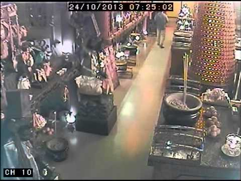 济公活佛Ji Gong thief caught on CCTV on 24 oct 2013 60 sec