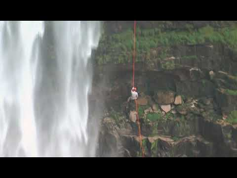 Rapel na cachoeira São Domingos em Piranhas Goiás
